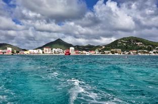 Туристка погибла на пляже, пытаясь поймать воздушный поток самолета