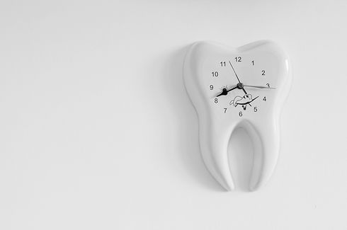 clock in the form of a tooth.jpg