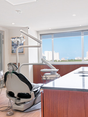 Top dental Implant Clinic Cancun Mexico
