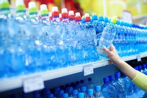 ¿El plástico envenena el agua?