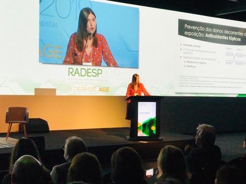 Dra. Flávia Addor ministra aula sobre como proteger a pele da poluição durante Congresso da SBD-SP