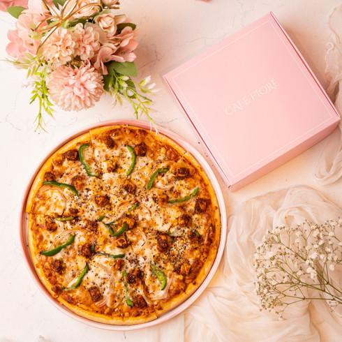 Cafe Fiore Delhi Chicken Tikka Pizza