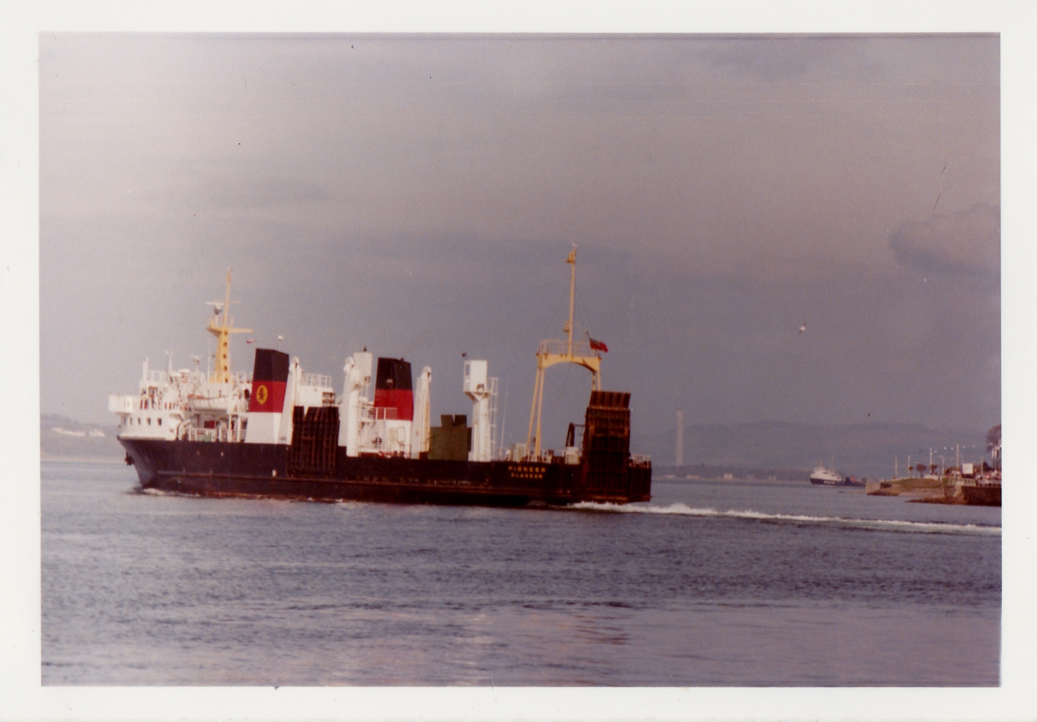 Pioneer leaving Rothesay (Jim Aikman Smith)