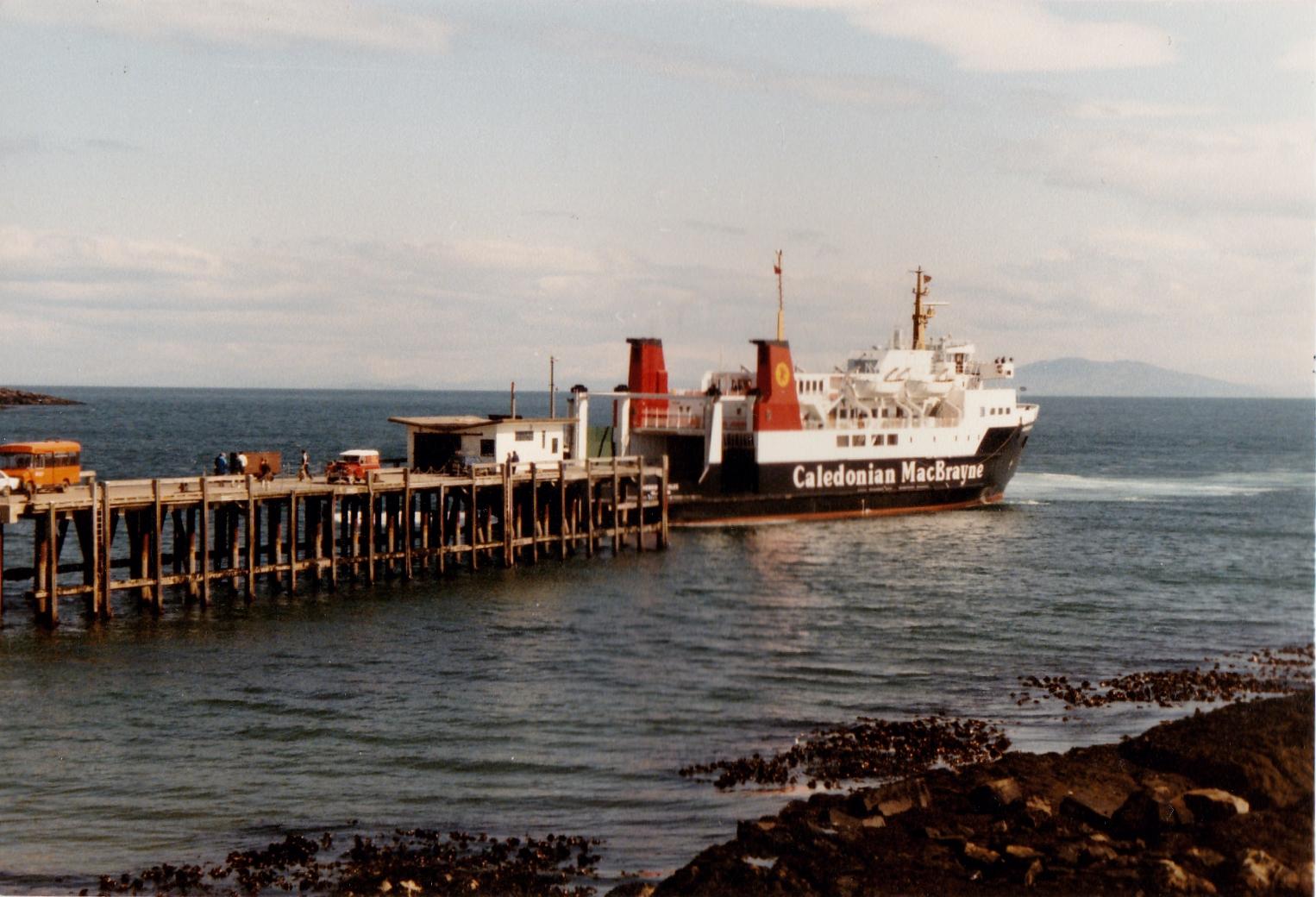 Hebridean Isles leaving Colonsay (Jim Aikman Smith)