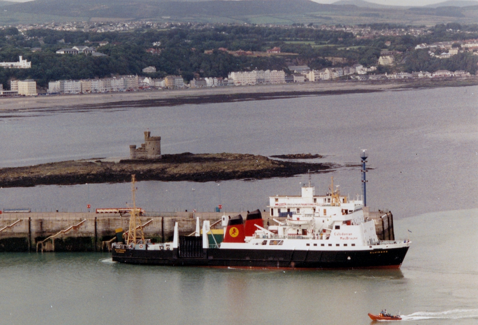 Claymore arriving at Douglas (Jim Aikman Smith)