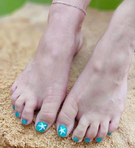 vernis-pieds-bleu-etoile-de-mer-deco-nai