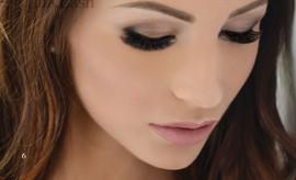 extension-de-cils-luxlashes-femme-brune.