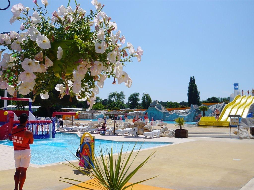 piscine extérieur camping les charme
