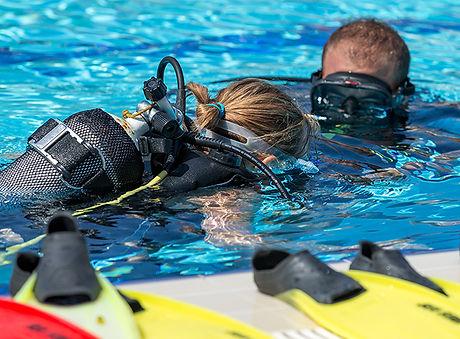 learning scuba in the pool