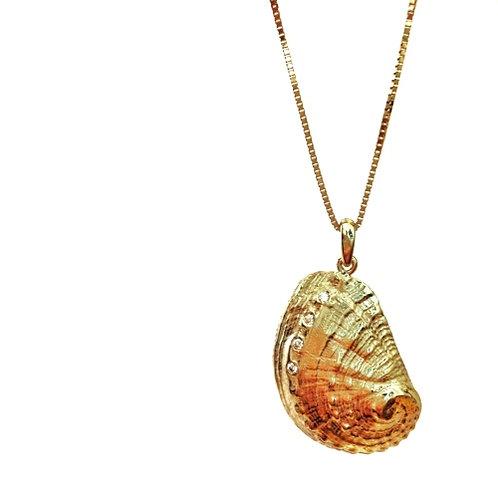 Gold Seashell Necklace Set With Diamonds שרשרת צדף זהב עם יהלומים