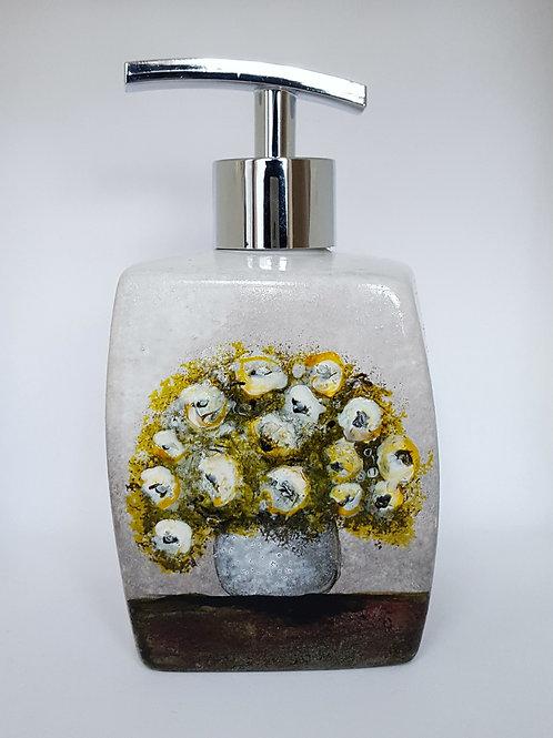 VASE WITH WHITE FLOWERS SOAP DISPENSER
