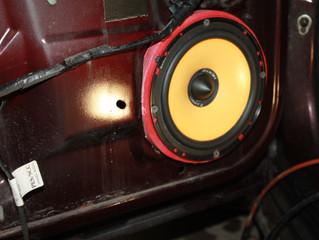 Установка 16.5см акустики в штатные 13см места Lada Priora