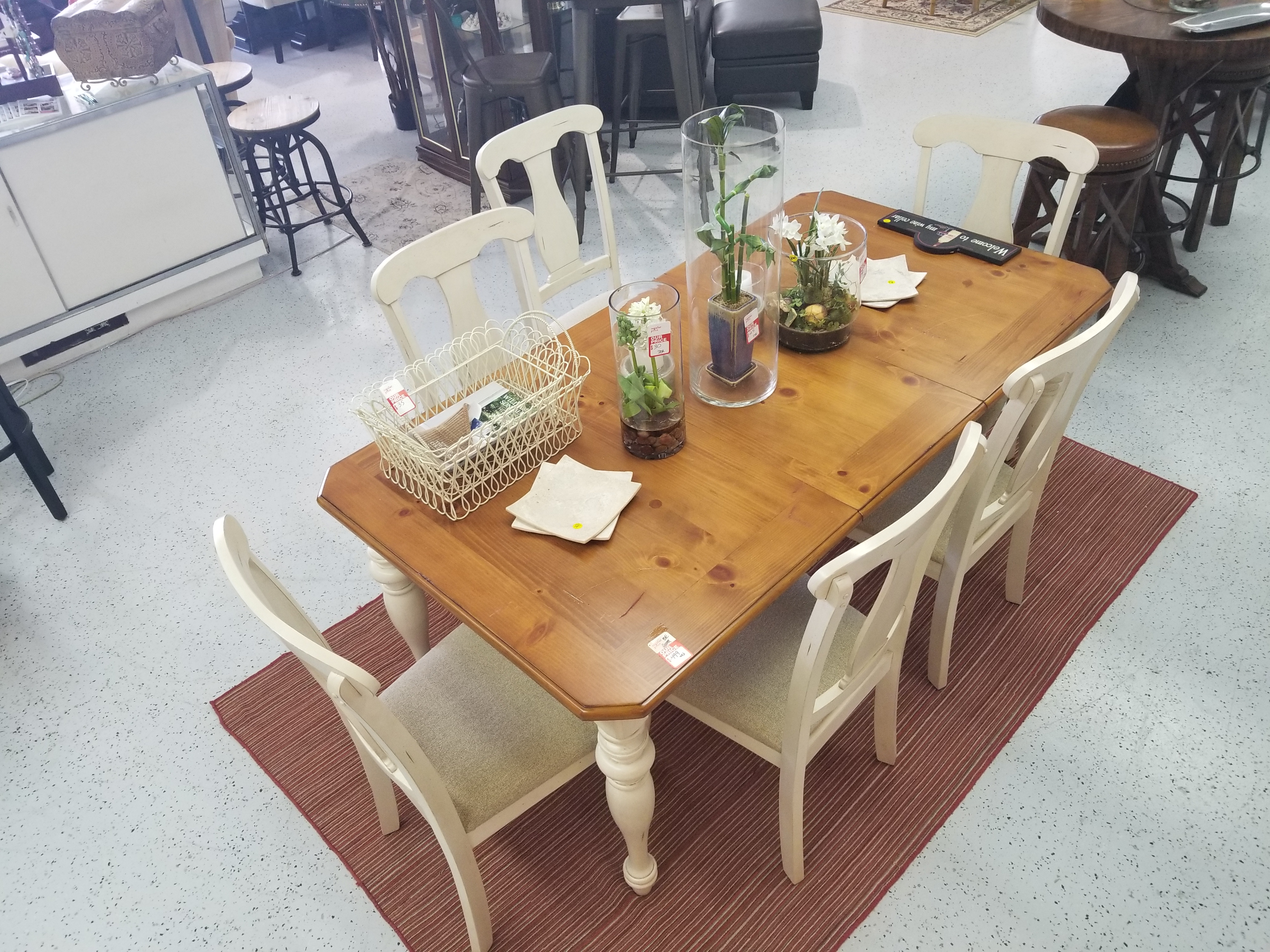 Dinning_Kitchen Table with 5 chairs