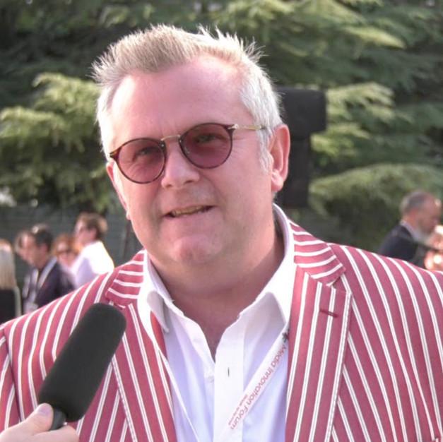 Julian Roberts, Communications