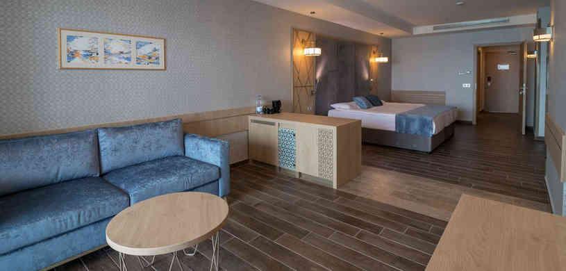 Junior-suite-sea-view-(3).jpg