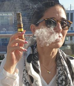 Ana Azevedo, so werden Zigarren genossen