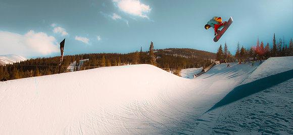 Snowboarder Halfpipe