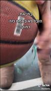 סרטון תרחיש - ילדה נפצעת במגרש הכדורסל.   הסרטון ממחיש את ההשלכות של השארת פסולת במרחב הציבורי.