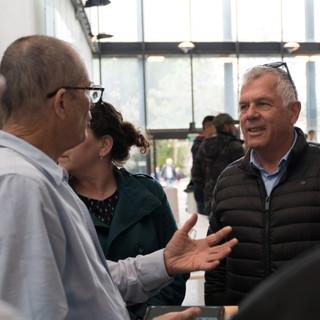 גיורא שחם מנהל רשות המים עם מציגים באירו