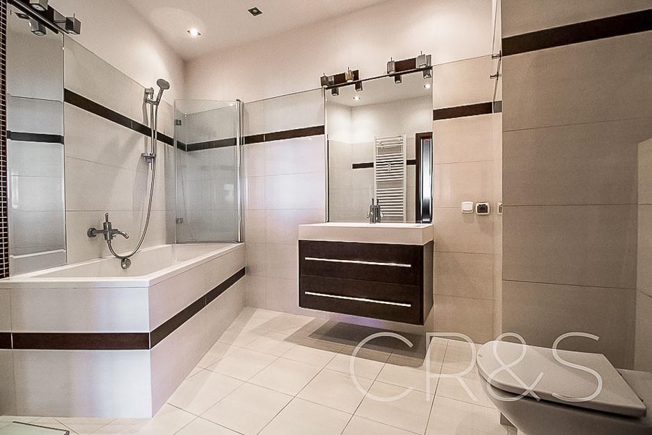 Kutrzeby flat for rent bathroom.jpg