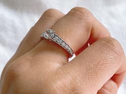 ③6本爪サイドメレダイヤ付きリング加工