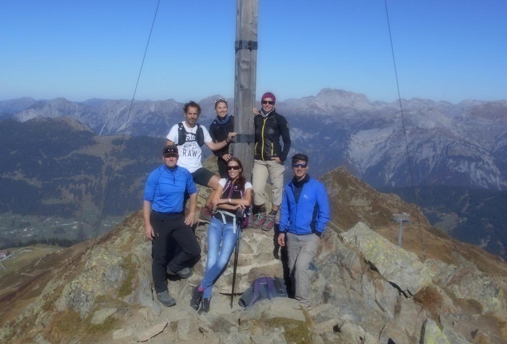 Atemberaubender Gipfelblick für (v.r.) Andi, Ingr:D, Christian, Markus, Iris und Sandra