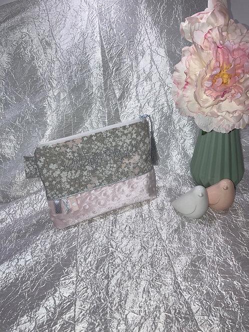 """Trousse brodé """"Mamagnifique"""" Fleurs des champs lin et rose"""