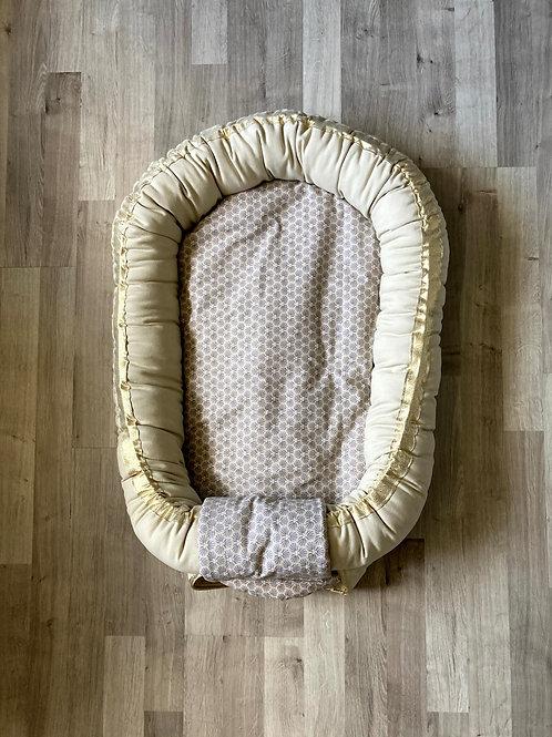Babynest nid bébé beige naturel avec Topponcino et sa housse géométrique