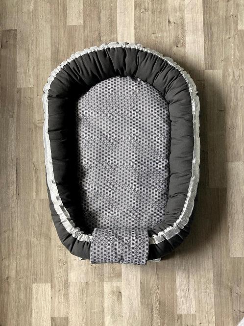 Babynest nid bébé gris anthracite avec Topponcino et sa housse géométrique