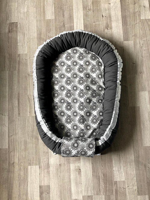 Babynest nid bébé gris anthracite avec Topponcino et sa housse mandala