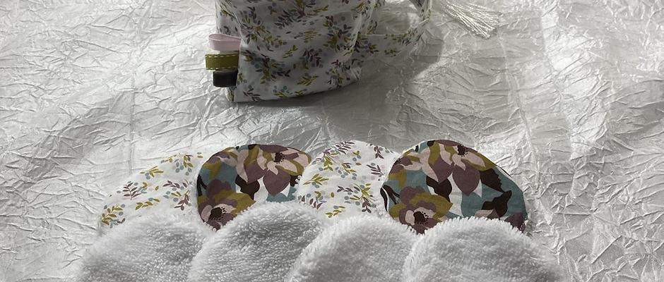 Trousse et 8 cotons démaquillant lavables petites feuilles