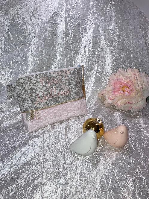 """Trousse brodé """"Mère Veilleuse"""" Fleurs des champs lin et rose"""