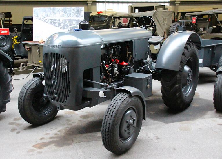 ACE collectors edition Vevey 560 Armeetraktor 4x2 (1948) en Résine 1:32