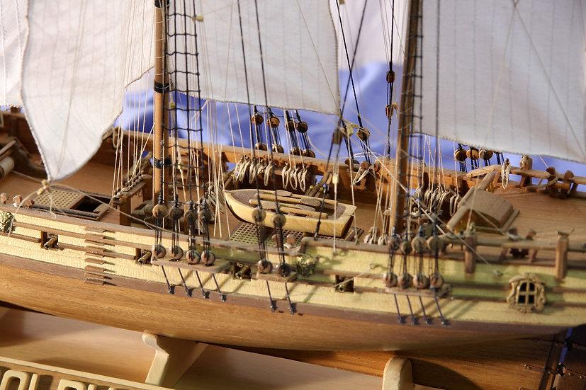 Maquette de bateau à construire frégate la DOLPHYN au 1/50 de COREL SM 16