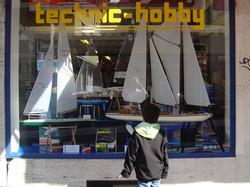 Bateaux voiliers en vitrine.jpg