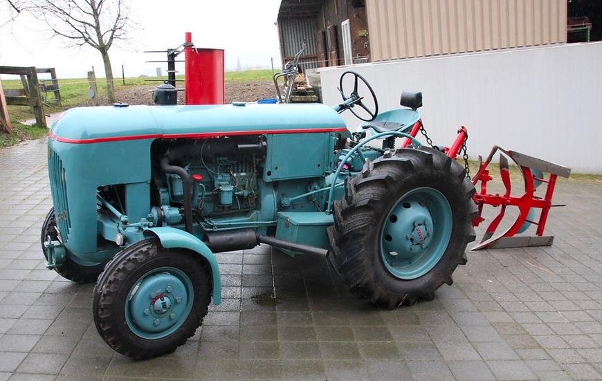 ACE collectors edition Vevey 560 mit Pflug und Motoregge en Résine 1:32