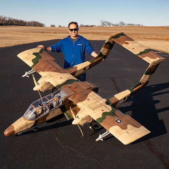 Hangar 9 OV-10 Bronco 30cc ARF avec train rentrant électrique
