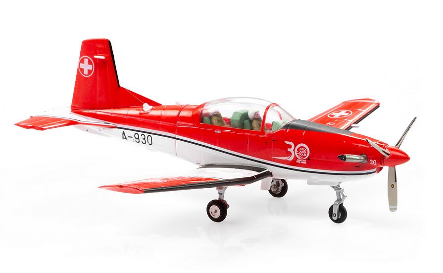 ACE collectors edition Pilatus PC-7 A-930 Jubiläumsversion 30-Jahre PC7Team 1:72