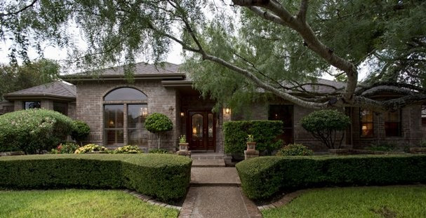 Let LawnCraft help you protect your home in a storm 757-774-TRIM(8746)