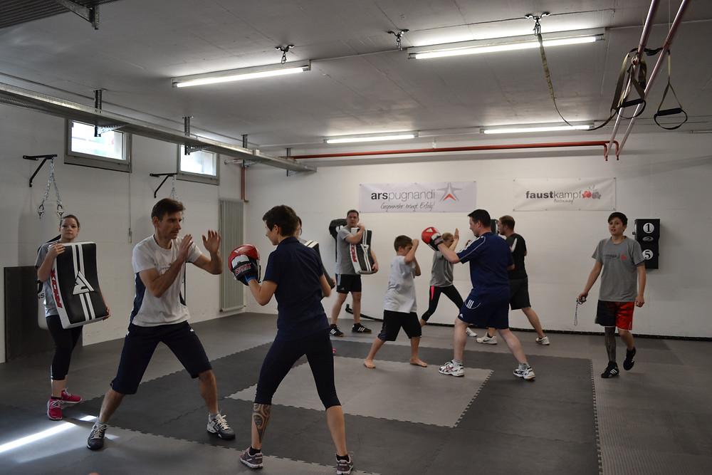Krav Maga Training für Kinder und Erwachsene in Schaffhausen und Winterthur