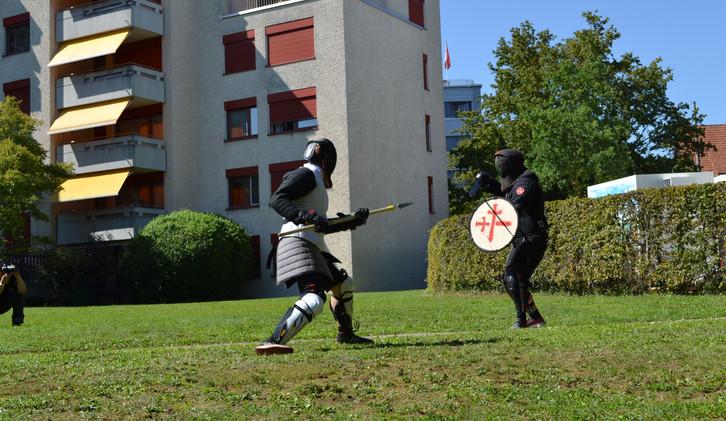 Speer gegen Schild und Kurzschwert