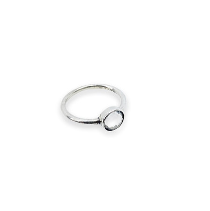 טבעת אבן שקופה