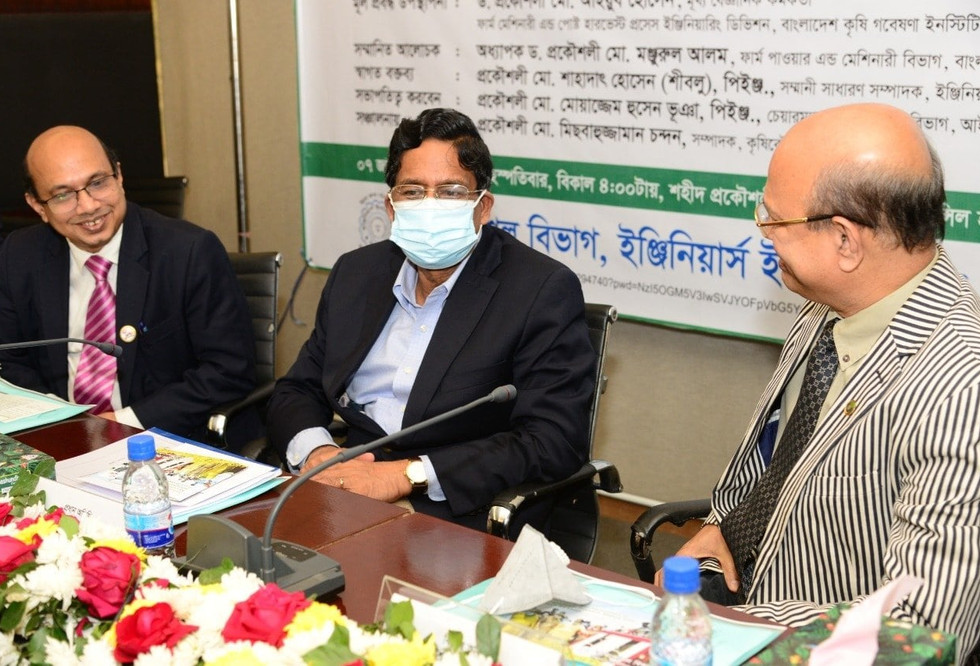 """ASMIH-Bangladesh Director, Prof. Dr. Md. Monjurul Alam discusses the status of agricultural mechanization in Bangldesh with the Agriculture Minister Dr. Mohammad Abdur Razzaque (MP) at the """"Agricultural Mechanization in Bangladesh: Present Status and Future Strategy"""" Seminar in Dhaka, Bangladesh on January 7th, 2021."""