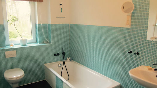 1. Badezimmer West.jpg