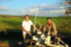 Photo au champ Remi et Alex.JPG