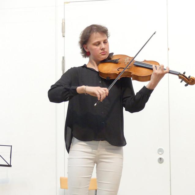 Maria Mészár, Viola