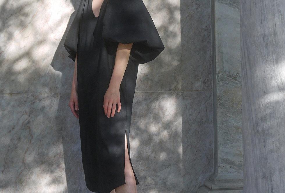 Laetitia in black