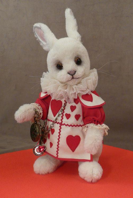 "2017 White Rabbit Hearts 16"" Alpaca"
