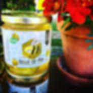 Illustration et design d'un pot de miel réalisé pour le miel Belle-de-Mai de Charette