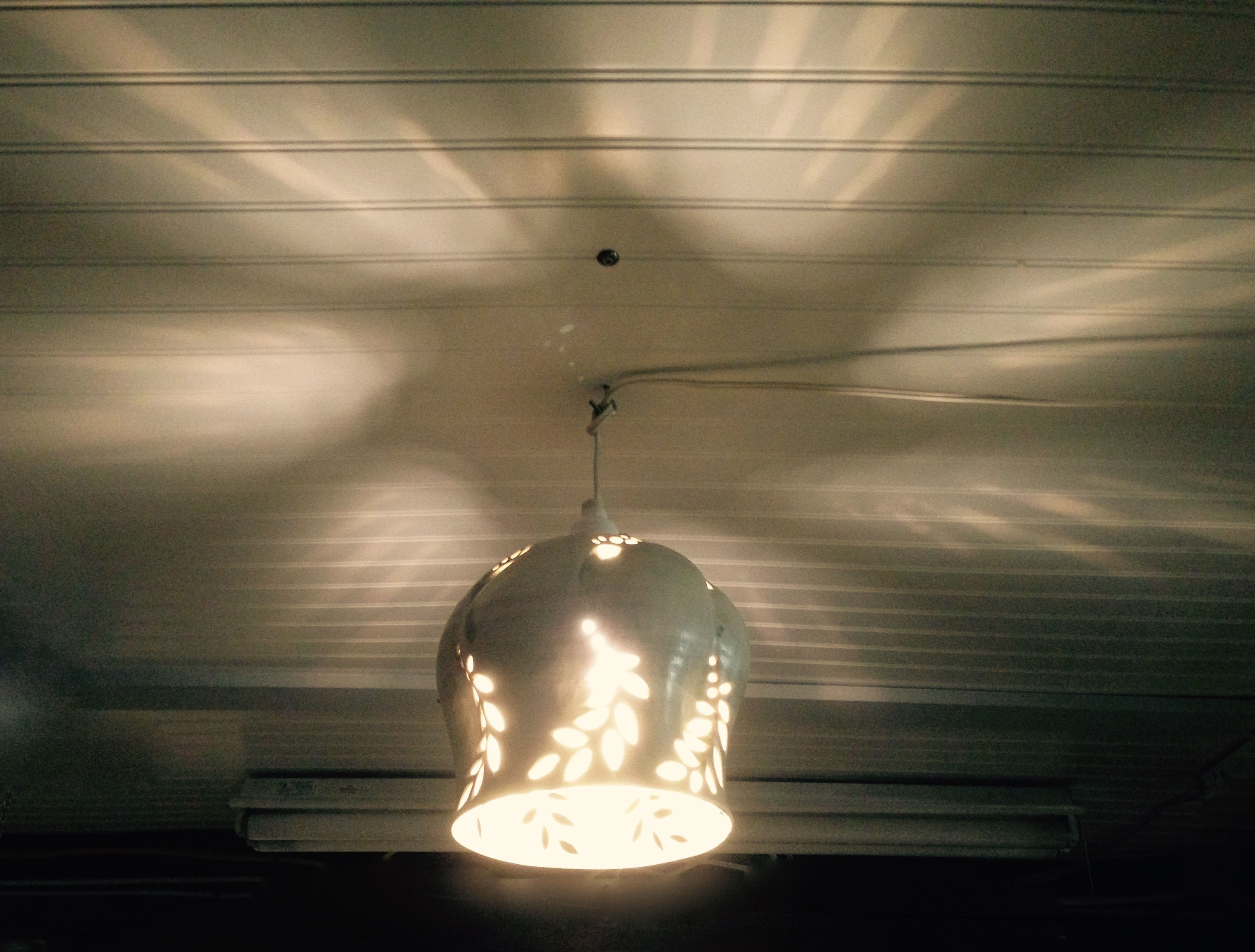 Cut Leaf Pendant Lamp